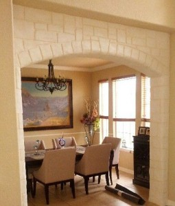 arch around entrance of dining room